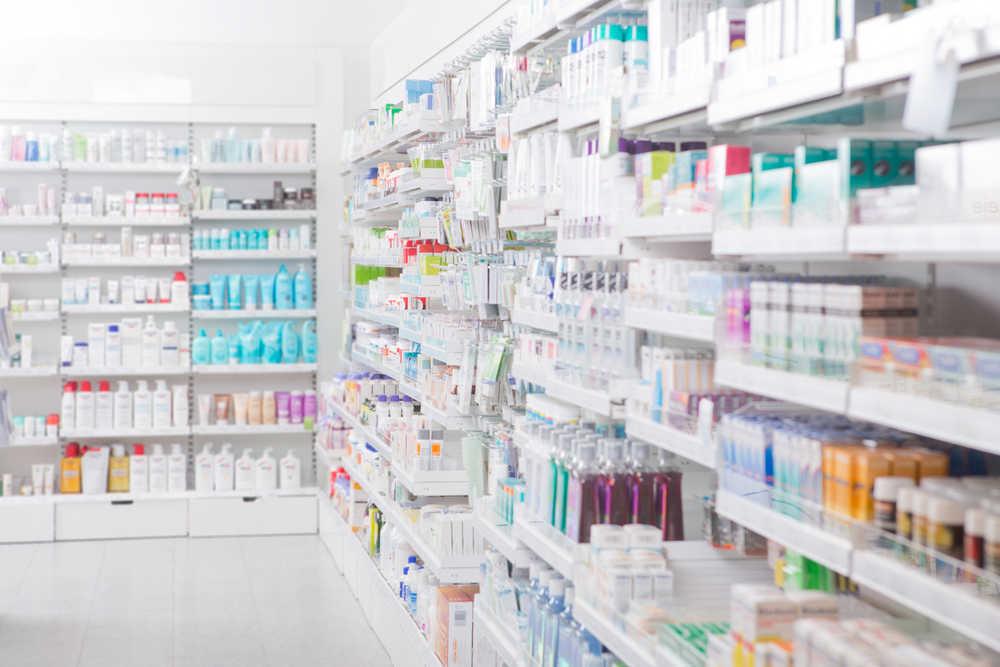 El aumento de la dependencia de los medicamentos hace que el negocio de las farmacias crezca en España