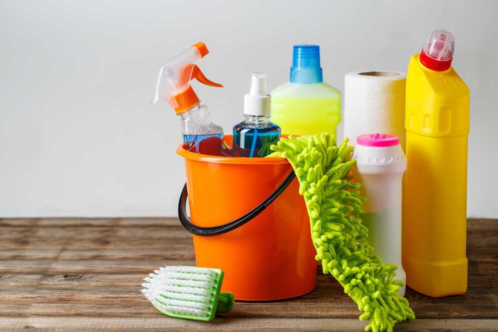 Los productos y utensilios de limpieza que no pueden faltar en hostelería