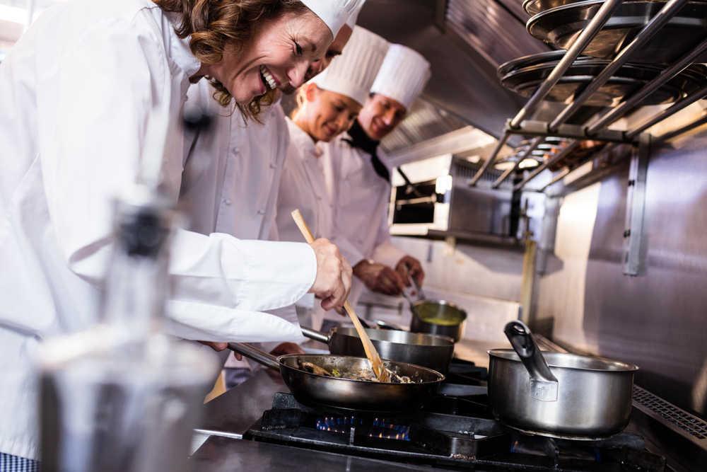 ¿Cuál es el equipo básico de cocina que necesitas para abrir tu restaurante?